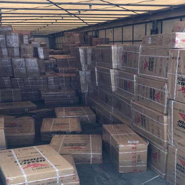 Mii de perechi de încălţăminte, în valoare 570.000 euro dacă ar fi fost produse de marcă, confiscate la P.T.F. Giurgiu