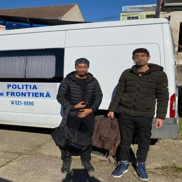 Doi cetăţeni indieni, opriţi la frontiera cu Ungaria
