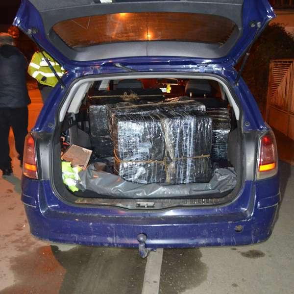 Cetățean român cercetat pentru contrabandă și 6.500 pachete cu țigări confiscate