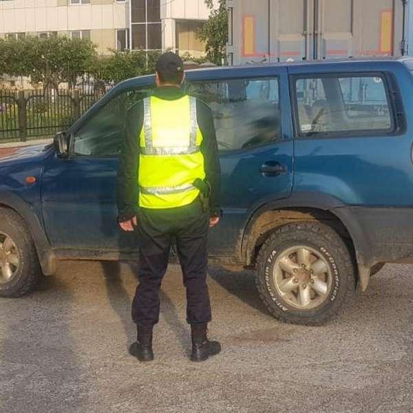 În vizită la părinţi cu autoturismul, deşi nu deţinea permis de conducere