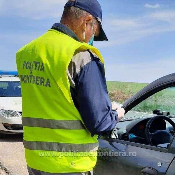 Falsuri achiziţionate cu sute de euro, oprite la frontiera de est