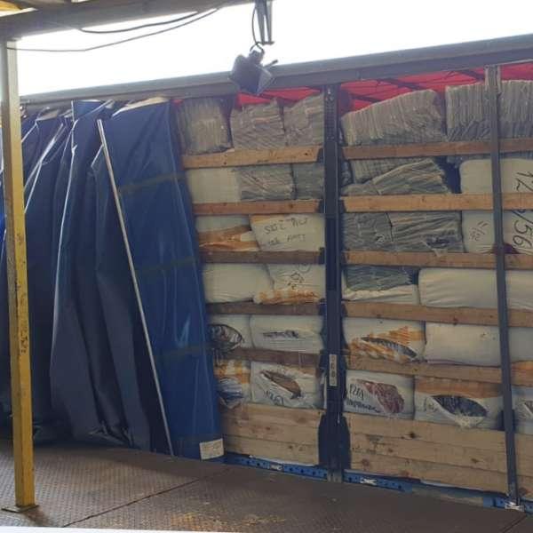 Aproximativ 600 de colete cu bunuri contrafăcute,confiscate în Portul Constanţa Sud Agigea