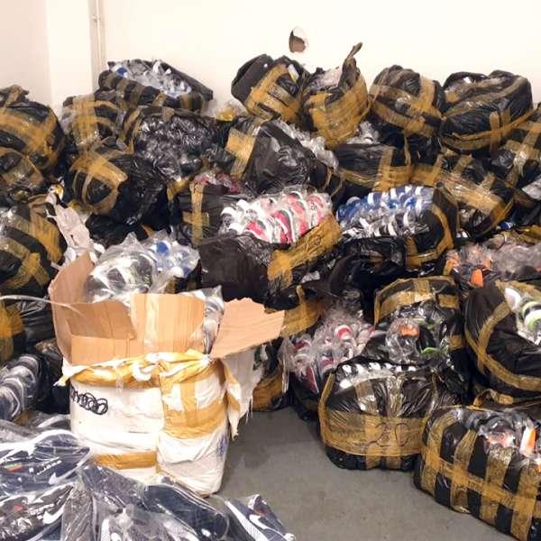 Textile și încălţăminte, în valoare de aproximativ 750.000 lei, confiscate la P.T.F. Giurgiu