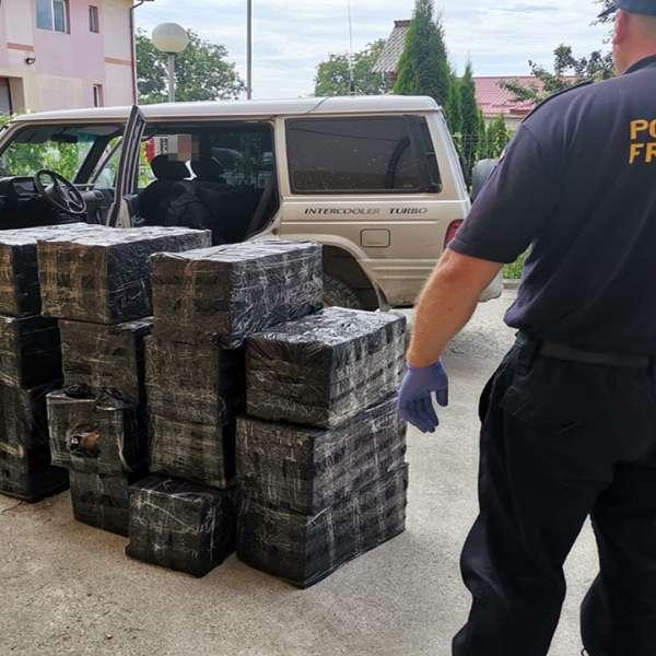 Aproximativ 10.000 pachete cu țigări, confiscate la granița de nord a României