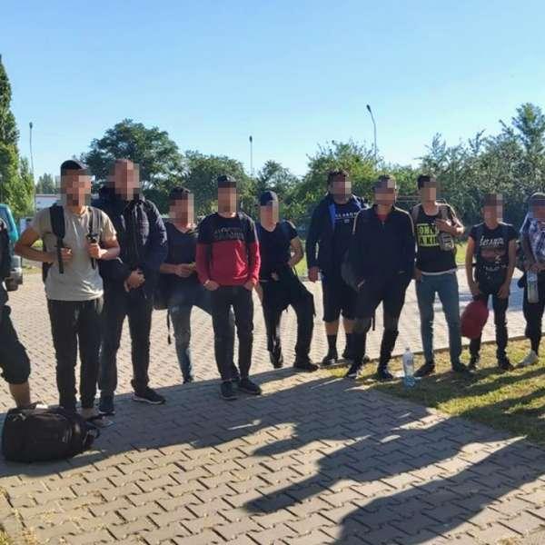 Trei cetăţeni străini cercetaţi pentru trafic de migranți