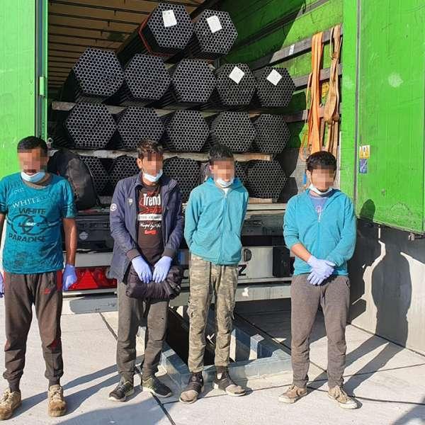 Patru cetăţeni din Afganistan, depistaţi ascunşi la PTF Borş II