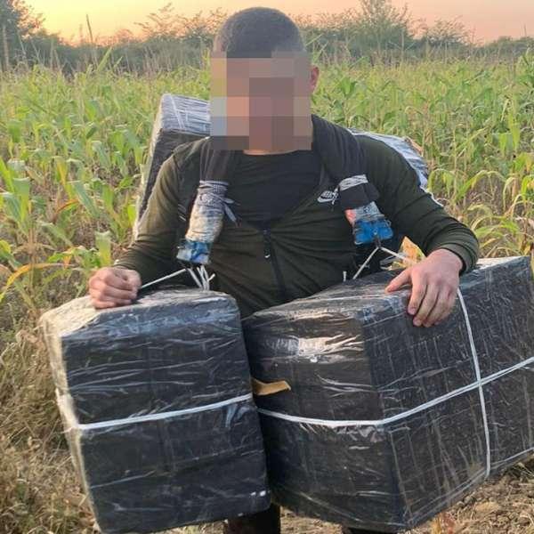 Cetățean ucrainean cercetat pentru contrabandă și peste 5.000 pachete cu țigări confiscate la frontiera de nord
