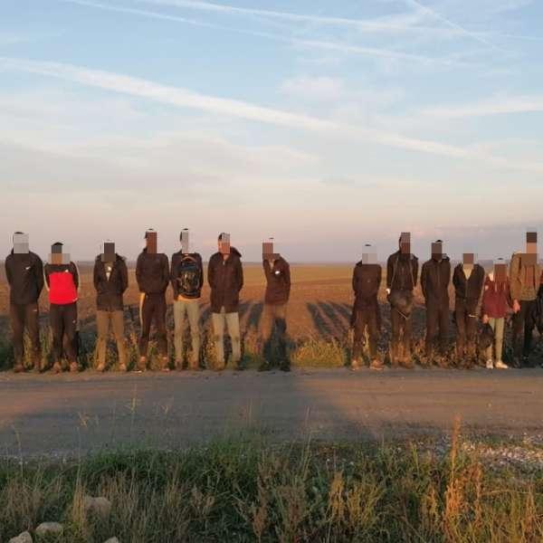 20 de irakieni depistați de polițiștii de frontieră constănțeni, la marginea unei păduri