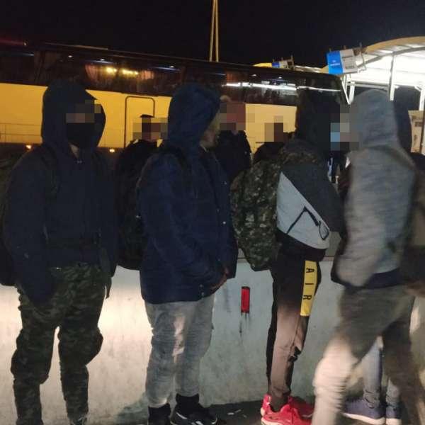 Nouă afgani, ascunşi în autocamioane, depistaţi la P.T.F. Nădlac II
