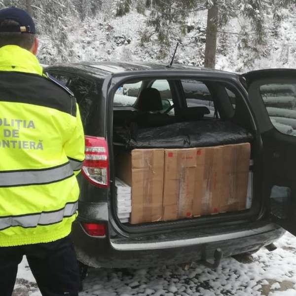 Sucevean cercetat pentru contrabandă și 3.000 pachete cu țigări confiscate dintr-o mașină