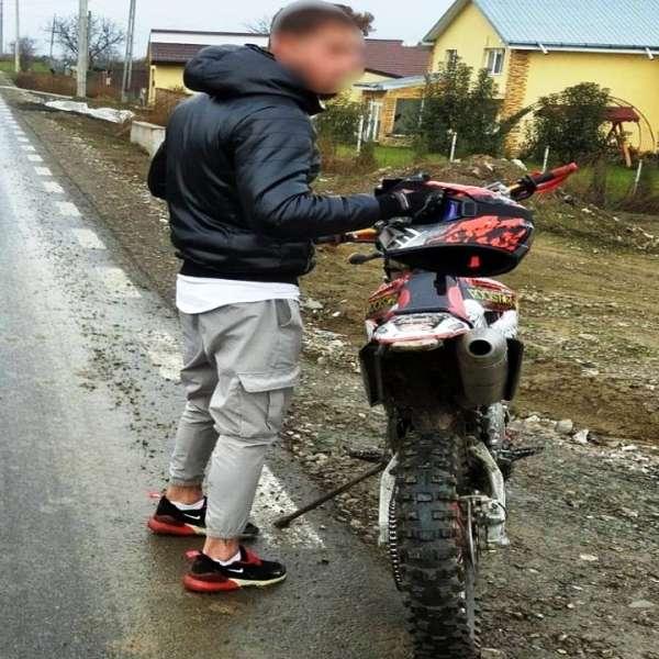 Ieşean fără permis de conducere depistat conducând o motocicletă neînmatriculată