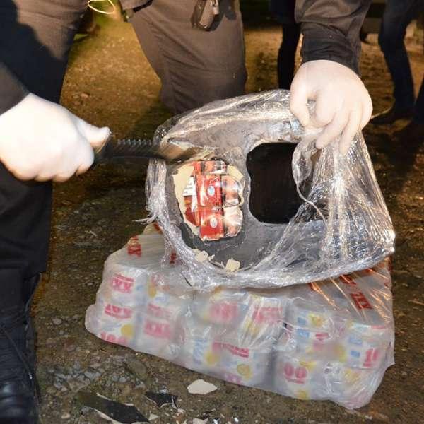 Mii de pachete cu ţigări de contrabandă descoperite ascunse în ornamente din ceramică de către poliţia de frontieră