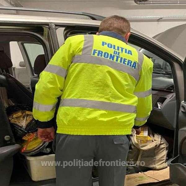 Ţigări în bordul unui autoturism depistate în P.T.F. Halmeu