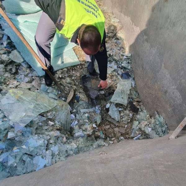 Deșeuri de sticlă spartă, descoperite la P.T.F. Negru Vodă