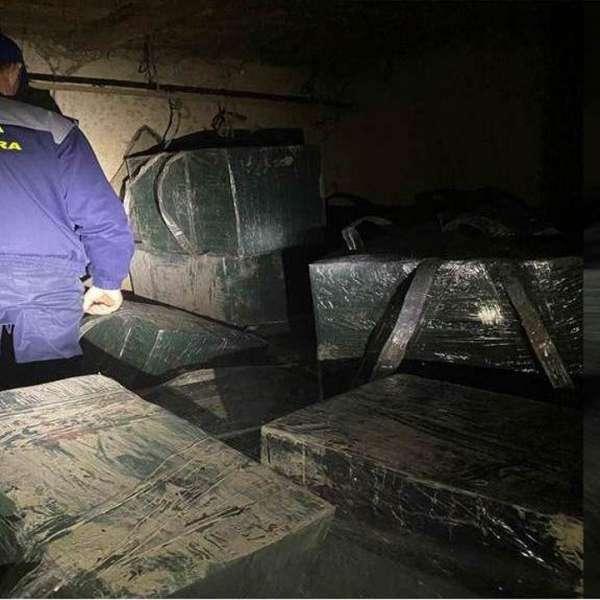 Ţigarete de peste 21.000 de euro confiscate de către poliţiştii de frontieră
