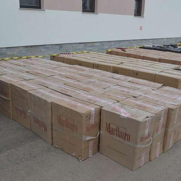 Peste 80.000 pachete țigări, în valoare de aproximativ un milion de lei,  confiscate la frontiera de nord a României
