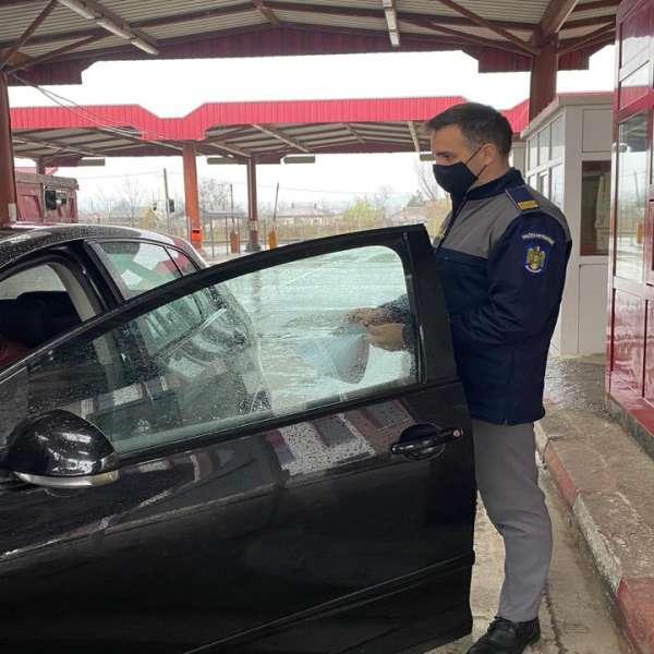 Permis ucrainean fals descoperit de poliţiştii de frontieră din Sculeni