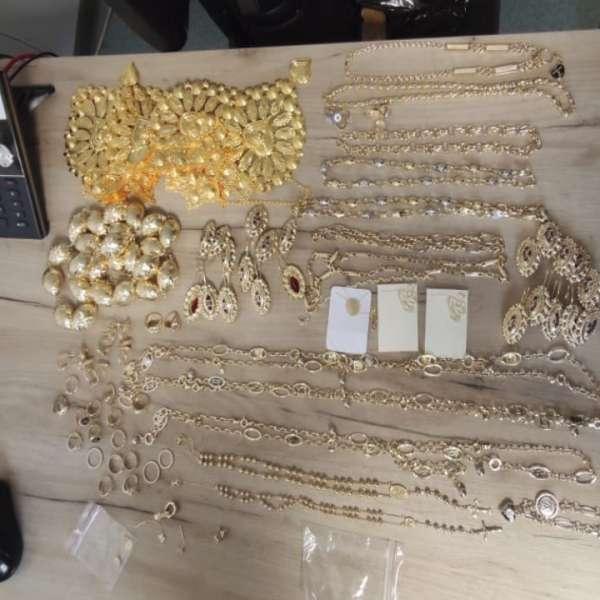 Bijuterii în valoare de aproximativ 185.500 lei, confiscate la P.T.F. Vama Veche