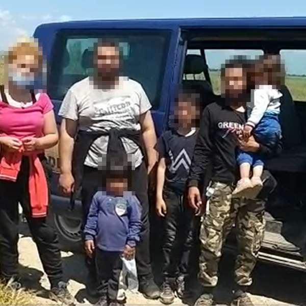 Opt cetățeni din Siria şi Kuweit au traversat Dunărea cu o barca gonflabilă