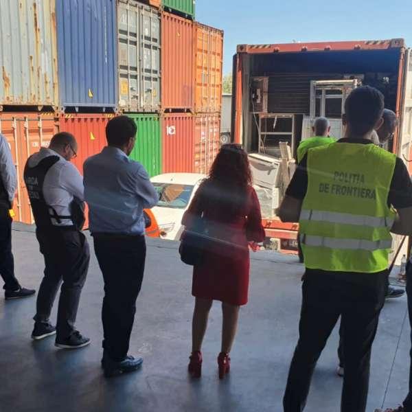 Nouă tone de deșeuri din Marea Britanie, descoperite în Portul Constanța