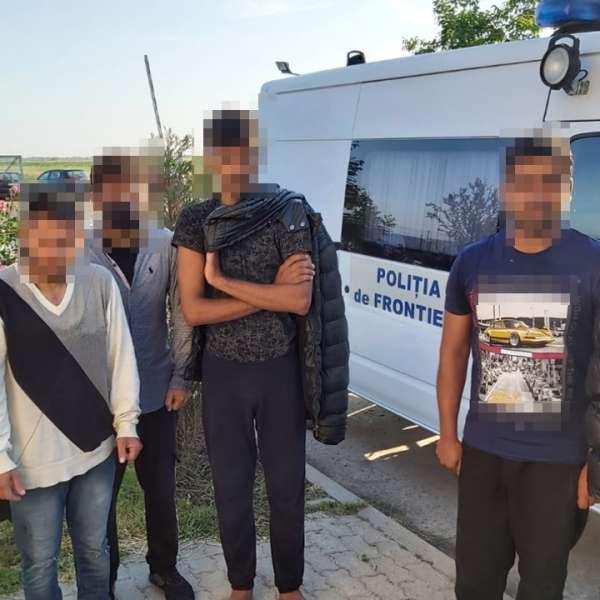 Şase indieni şi pakistanezi, sprijiniţi de un cetățean român, depistaţi la graniţa cu Serbia