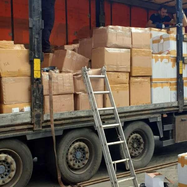 Mii de parfumuri susceptibile a fi contrafăcute, în valoare de aproximativ 2.000.000 de euro, descoperite într-un automarfar la P.T.F. Călăraşi