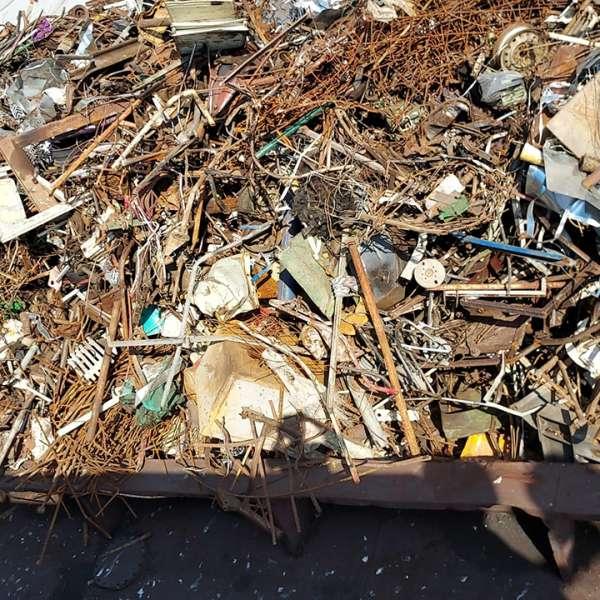 Peste o mie de tone de deșeuri din diferite materiale, transportate ilegal din Serbia, oprite la Cernavodă