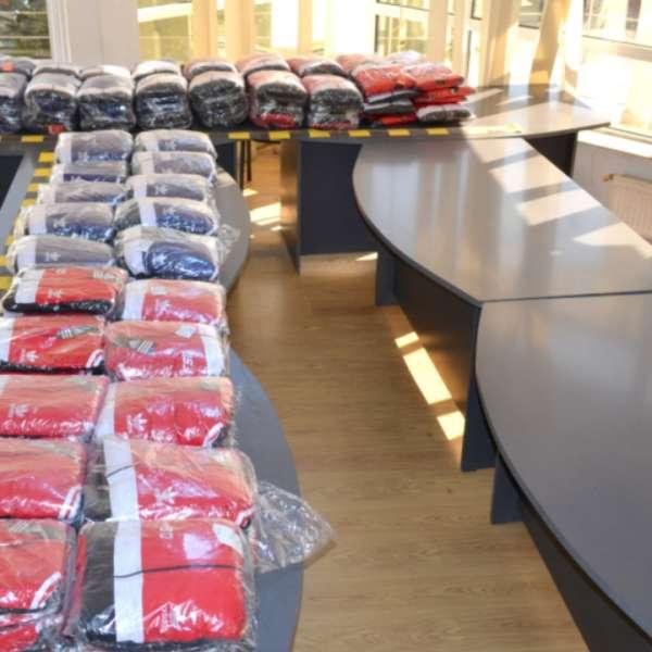 Articole vestimentare contrafăcute, confiscate la frontieră