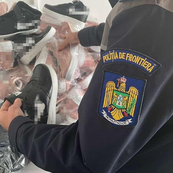 Sute de bunuri, susceptibile a fi contrafăcute, ascunse într-un autocar, descoperite în P.T.F. Giurgiu