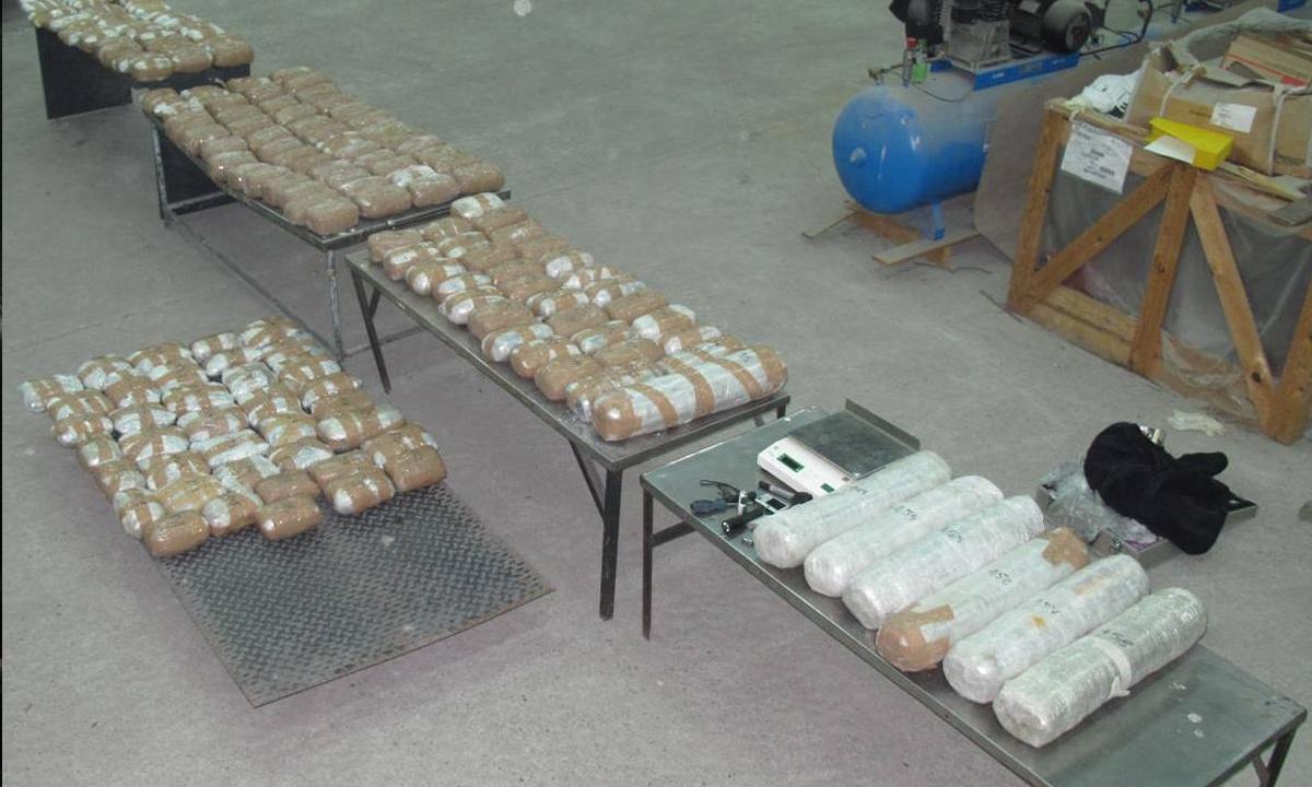 Peste 110 kilograme de marijuana descoperite de poliţiştii de frontieră de la Calafat, în cabina unui automarfar